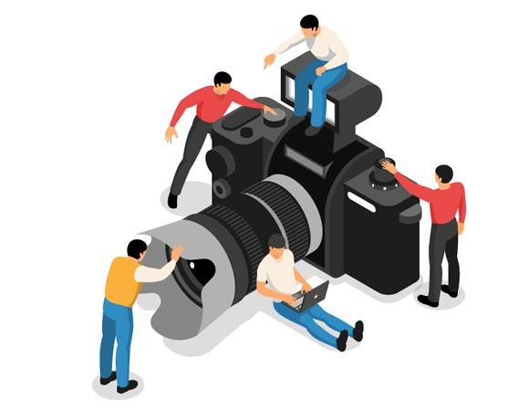 Sisällöntuotantoon kuuluvat hyvät valokuvat sekä videot. Kuvassa piirroshahmot kameran ympärillä.